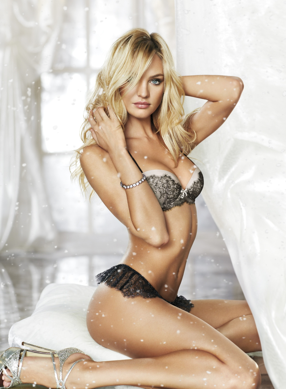 Vs lingerie models blog vs holiday 2012 candice swanepoel Sexy 30